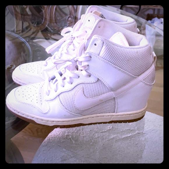 dividendo tramo Permanentemente  Nike Shoes | Womens White Nike Wedge Sneakers | Poshmark